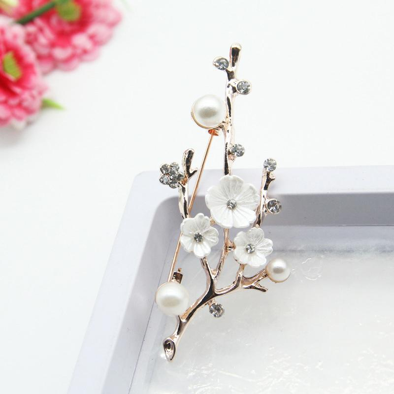 Ladies' Beautiful Brooch Handmade Elegant Natural Plum Blossom Brooches Pins Freshwater Pearl Brooch Bouquet For Party