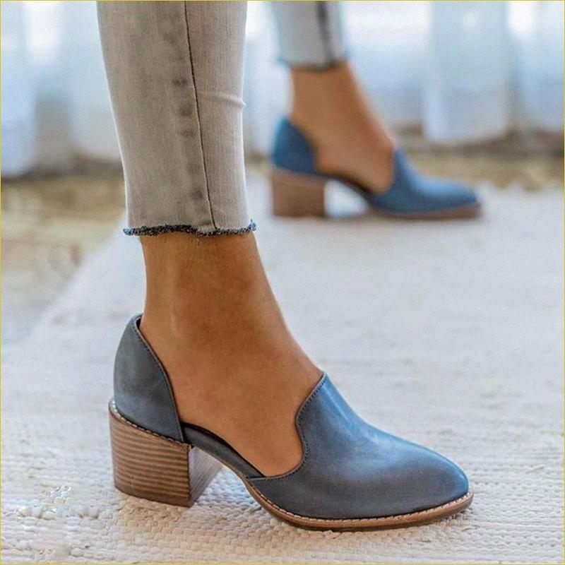 MoneRffi 2020 nuevos zapatos del resorte de las mujeres de los holgazanes de cuero de patente talones medios elegantes Resbalón Calzado de mujeres en punta del dedo del pie del talón grueso eNYx #