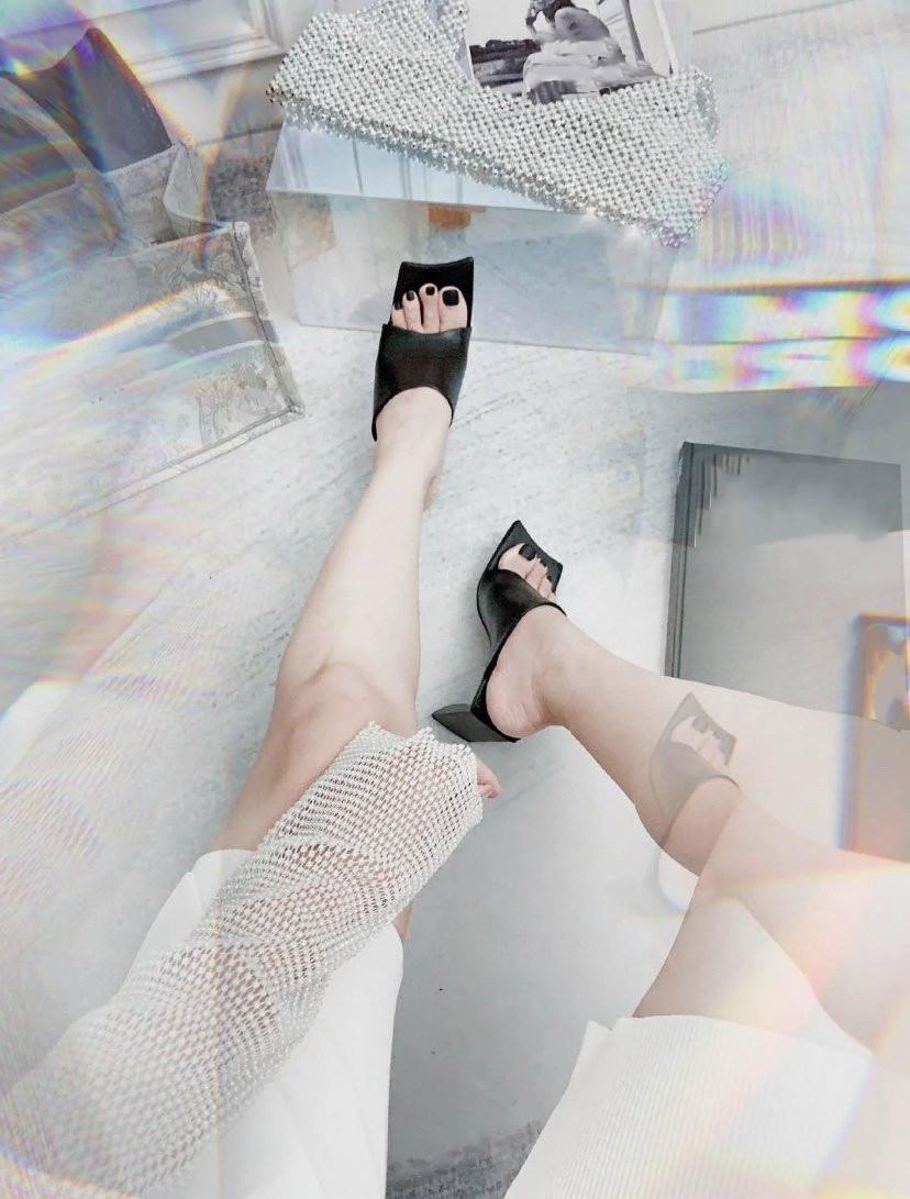 2020 nuevo de las mujeres zapatillas de bloque Designer Shoes Sandalias de tacón de piel de moda de lujo confortable de la sandalia del talón