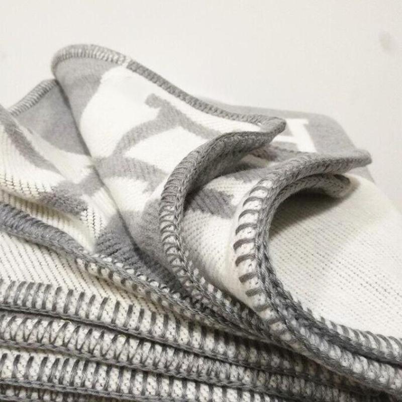 Neuer Brief H Cashmere-Decke Imitation weiche Wolle-Schal-Schal Tragbarer Warm Plaid Sofa Bett-Vlies-Strickwurf Handtuch Cape rosa Decke