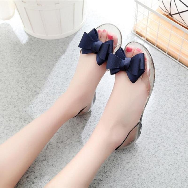 Sommer neue Art und Weise Frauen Bowknot Peep Toe Kristallhohl Shallow Zehensandale Damen Plastac Slip-On-Gelee-Schuhe 20200321