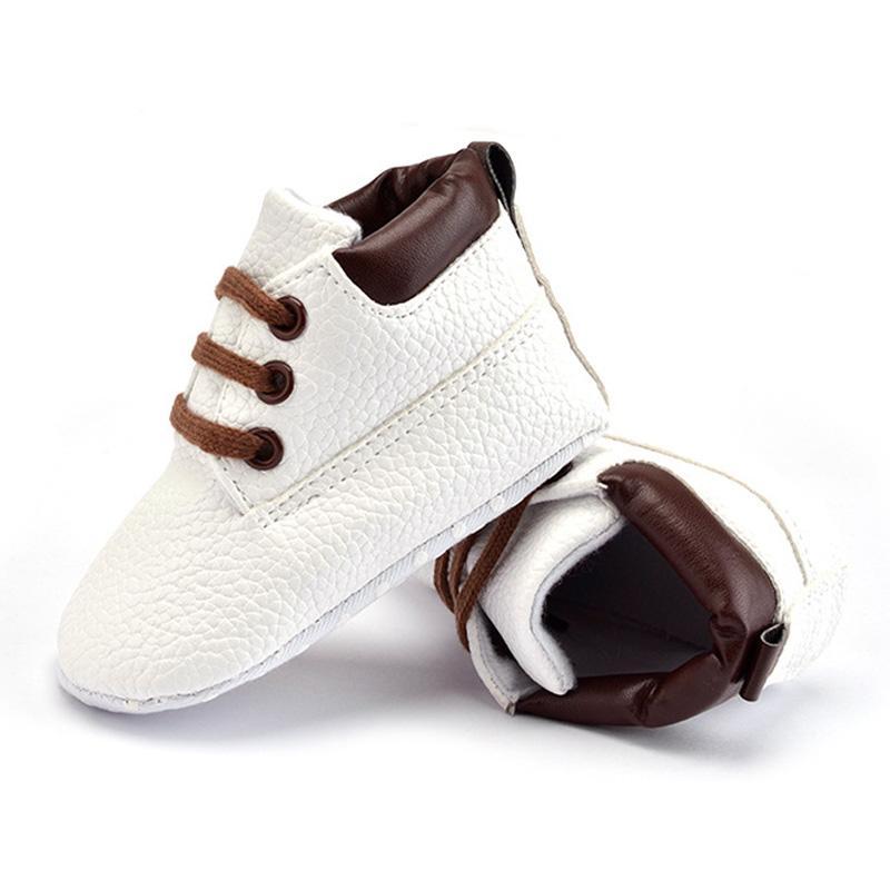 Bebé antideslizante Zapatos clásicos de Prewalker del estilo sport del niño de los niños Niños el primer caminante cuna Mantener los zapatos calientes Shoescasual