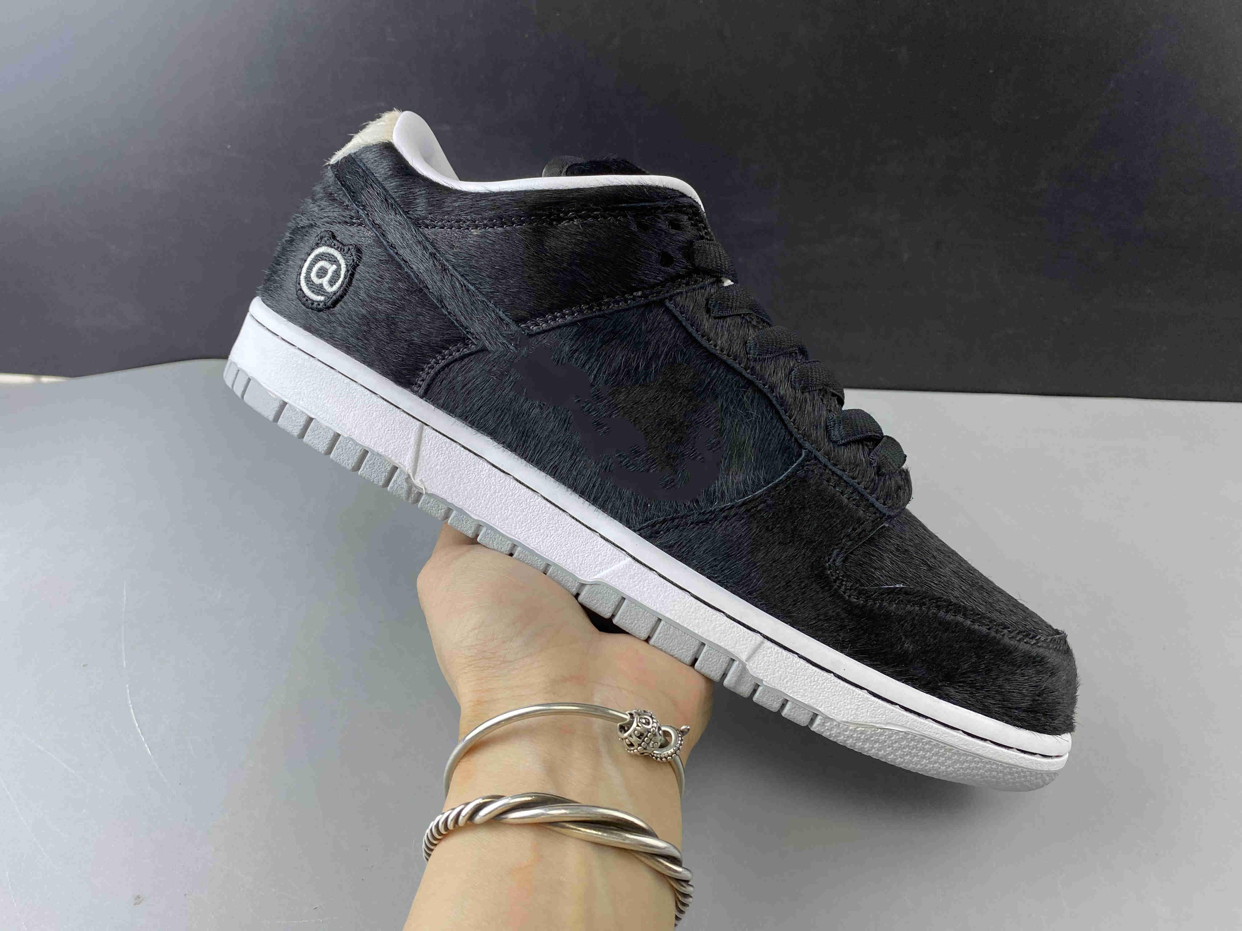 2020 ile Kutusu New Men SB Dunk Düşük Siyah Kürk Skate Ayakkabı Lüks Tasarımcı Eğitmen Spor Athentic Sneakers