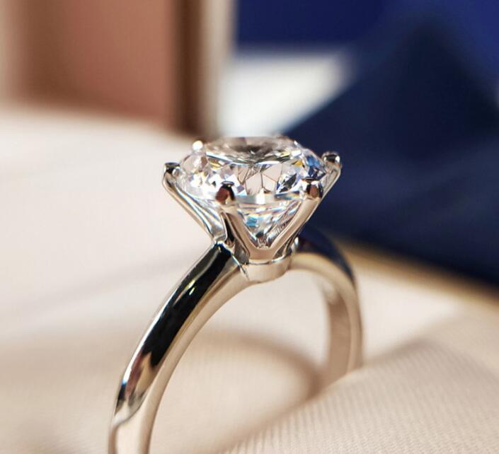 Solitaire 1ct Lab Diamond Ring 100% real 925 jóias de prata de noivado de casamento Anéis de banda para presente Mulheres Bridal Party