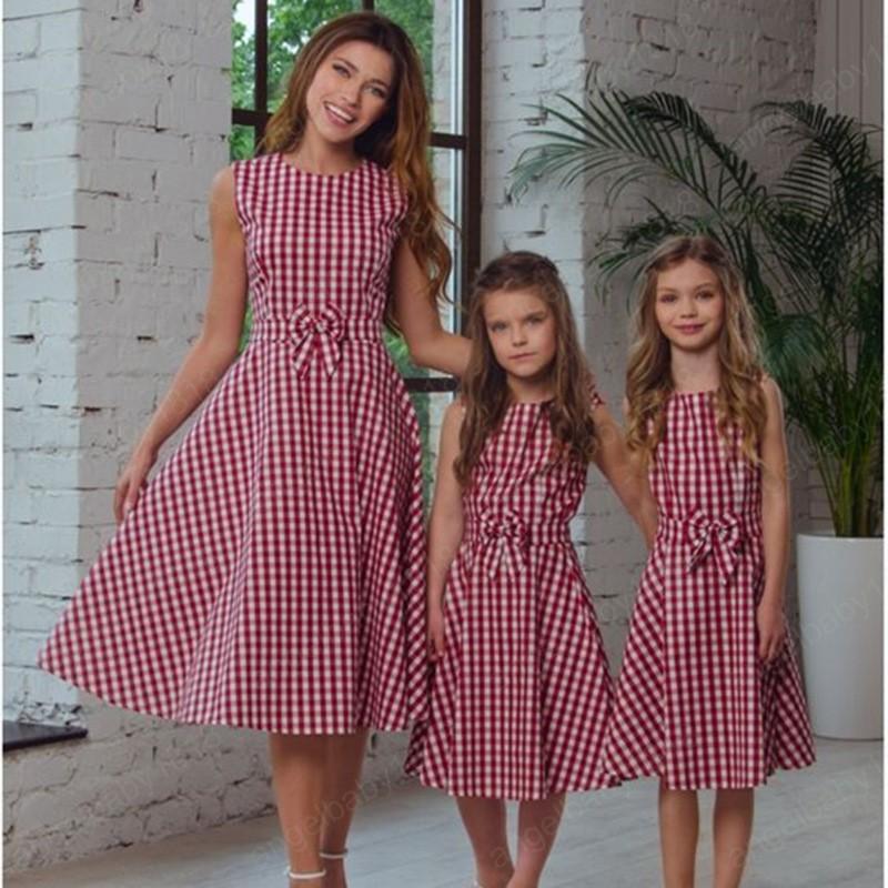 Aile Eşleştirme Giyim anne kızı Elbiseler Bow Ekose Yuvarlak Yaka Annem ve Ben Elbise