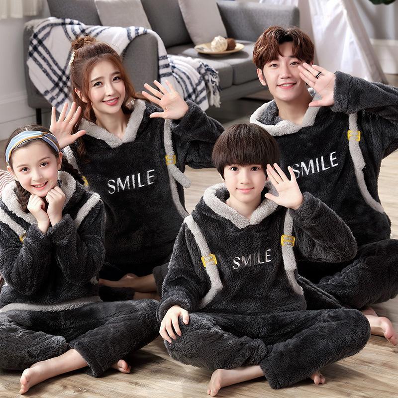 Pigiama incappucciati bambini addensato famiglia tre flanella pigiama stile e lana di corallo vestito di usura dei bambini a casa