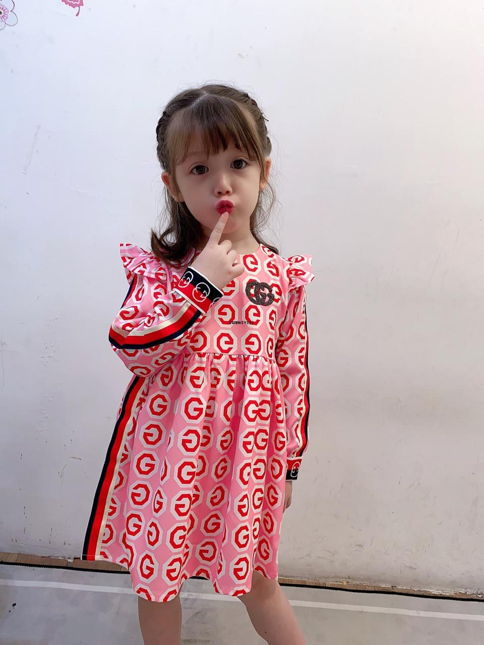 Meninas letra impressa Vestido 2020 New Children Falbala voar Crianças vestido de manga tarja fita plissada vestido Crianças roupas Designer A4092