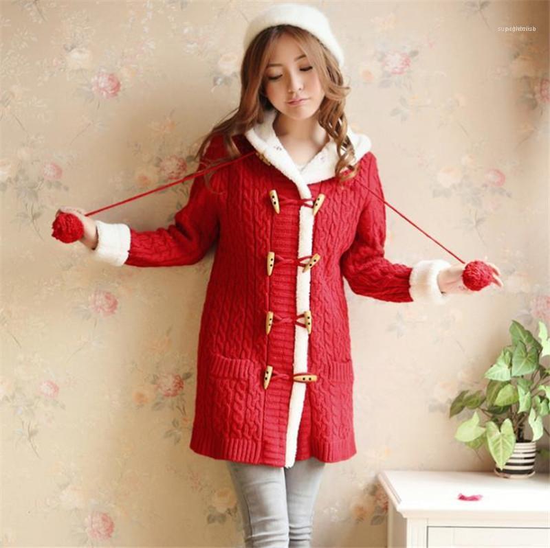 Winterjacke Japan Süße Styles Strick Designer Twist Muster Womens Sweater Mode Horn-Knopf starke warme