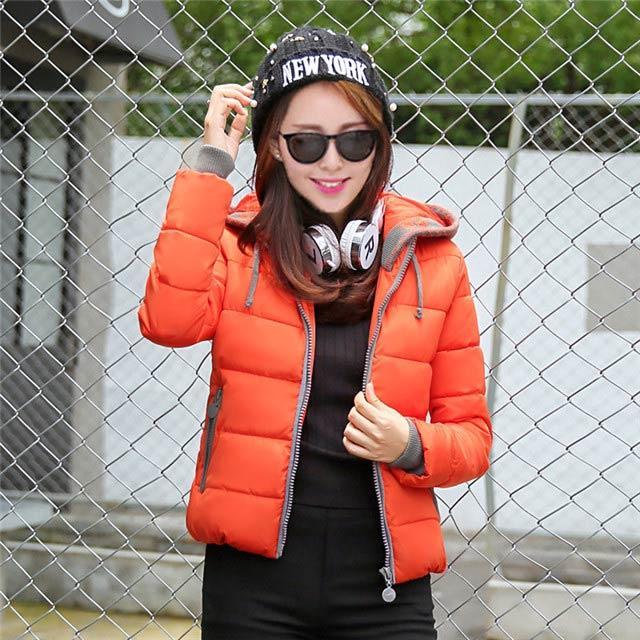 Estilo de invierno nuevo estilo acolchado de tela de algodón corta para mujer de talla especial, acolchados de algodón con capucha chaqueta acolchada ropa