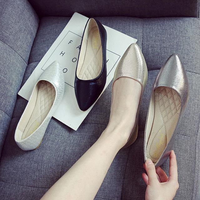 ЯРКИЯ пайеток ткани квартир обувь золото / серебро заостренного носок мелкого совка обувь женщина удобный мягкая подошва мокасины не скользят