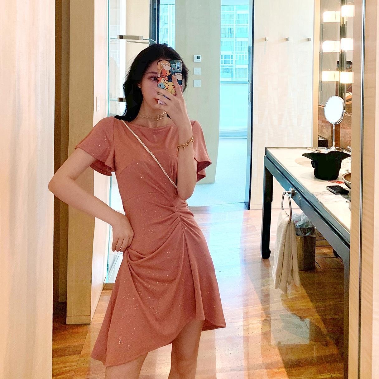 nwlQ8 2020 nueva luz irregular vestido de madurar el temperamento del verano del estilo del nuevo del verano costura vestido de manga corta de la cintura plisada de adelgazamiento