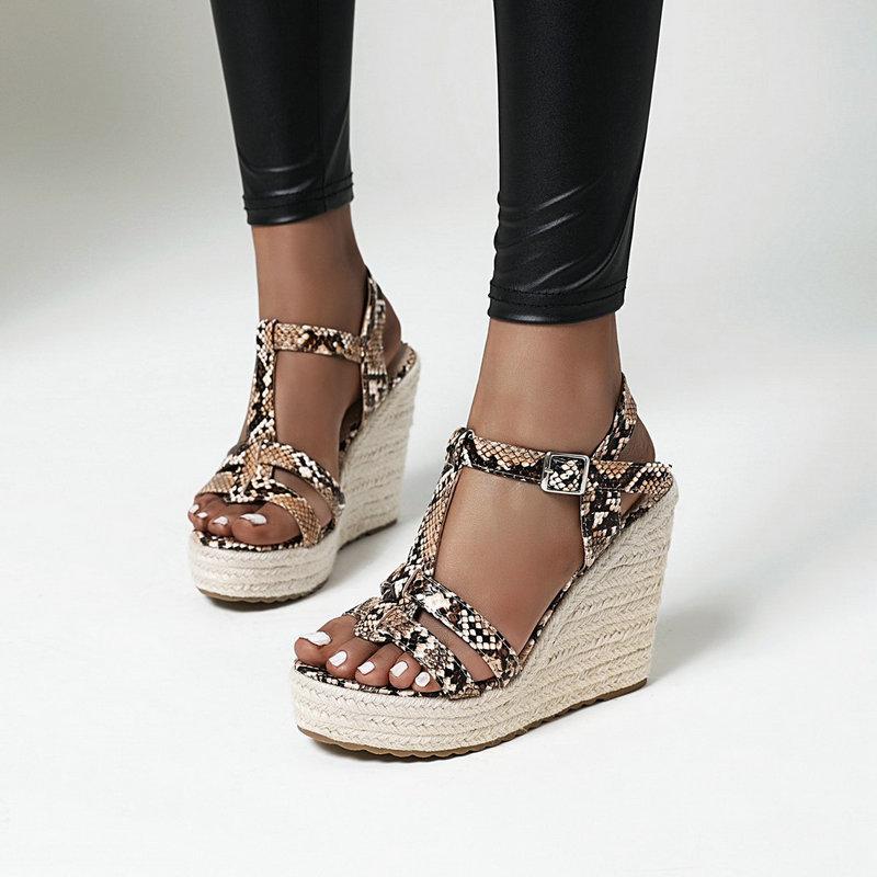 Klassische zwängt hohe Absätze Plattform-Frauen Sandalen 2020 Sommer-T-Strap Buckle Animal Prints Frauen Wedges Partei-Schuhe
