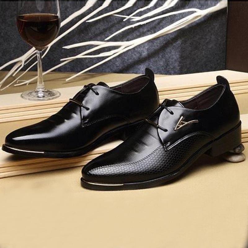 2020 New homens de vestido de couro Sapatos Oxford Lace Up Flats masculinos sapatos casuais sapatos Calçado Loafer Homens condução Big Size 39-47