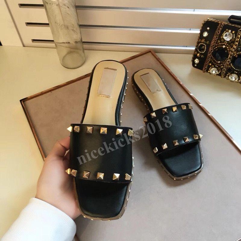 2020 Discount Moda Mulheres Chinelos Sandálias Ladies Wedding de couro sexy Slipper na moda Rivet Stud Slides Mens Casual partido Spikes Shoes