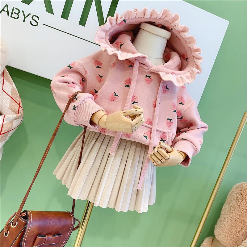 طفلة ملابس دافئة سميكة في فصل الشتاء سترة قليلا لطيف الحلو الفراولة طباعة مقنعين طوق الدانتيل زائد المخملية سترة طفل أعلى