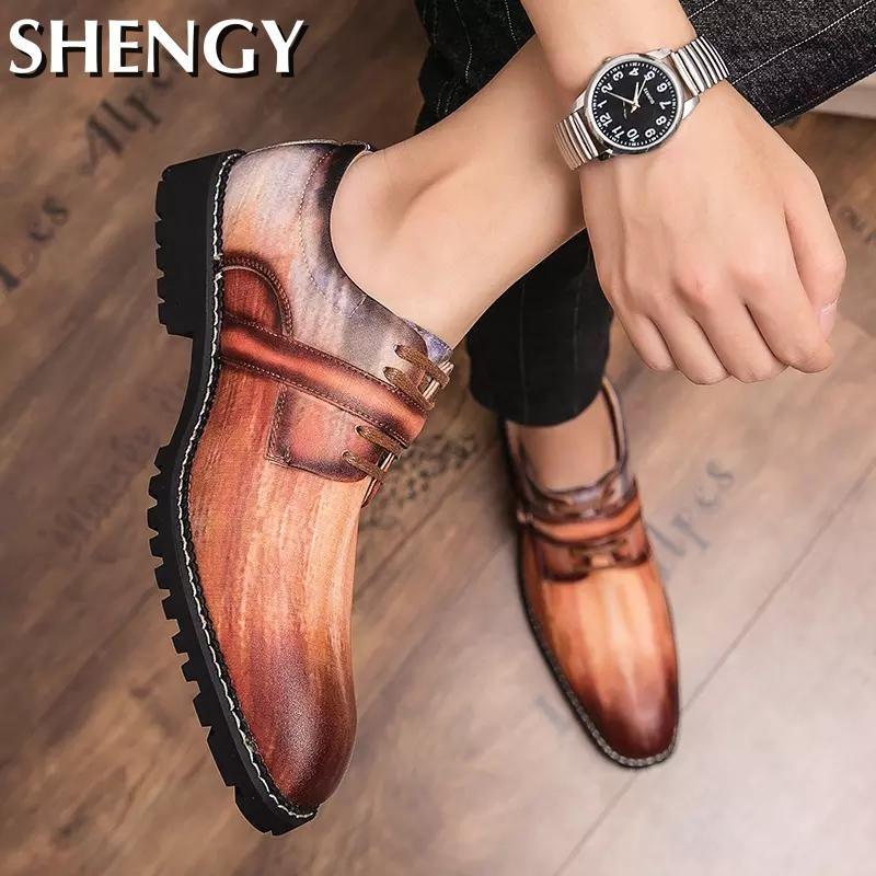 Alta Qualidade Mens Dress Shoes Buckle Shoes Men Casual Luz Moda Masculina Oxfords Marca Casamento ao ar livre Zapatos Big Size 38-46