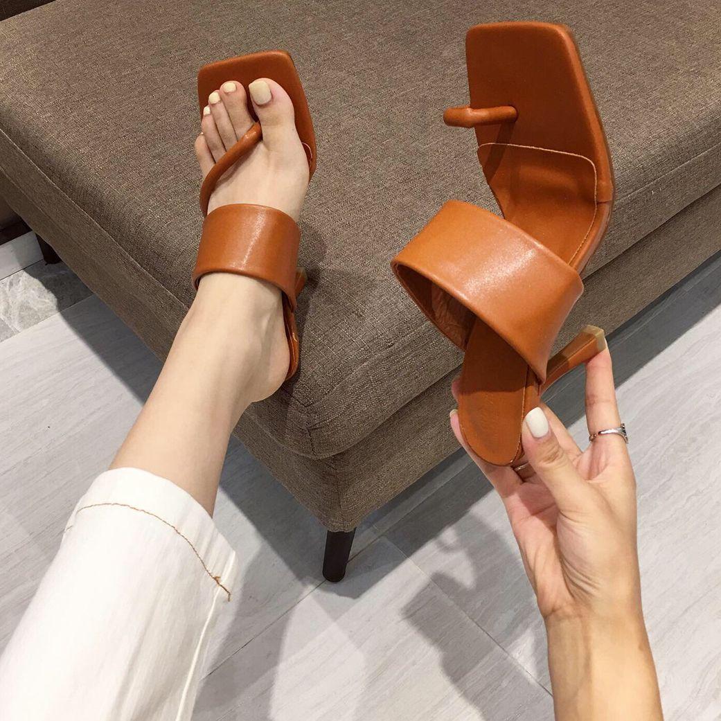 Один диапазон PU Верхняя лето Женщины Тонкий каблук сандалии квадратный клип ног сандалии для дам