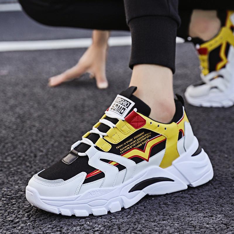 2020 Sports d'été Chaussures Blanc Noir Mesh Chaussures de sport léger respirant confortable Souliers simple d'homme Courir marche Sneaker Boy