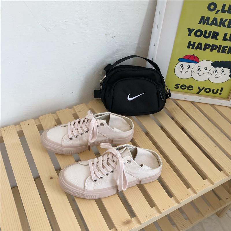 2019 New sapatas de lona Feminino Estudantes All-jogo brancos pequenos sapatos Coreano de estilo Rua Racket Board Shoes Fluorescente Verde Pé Half-Arraste Sh