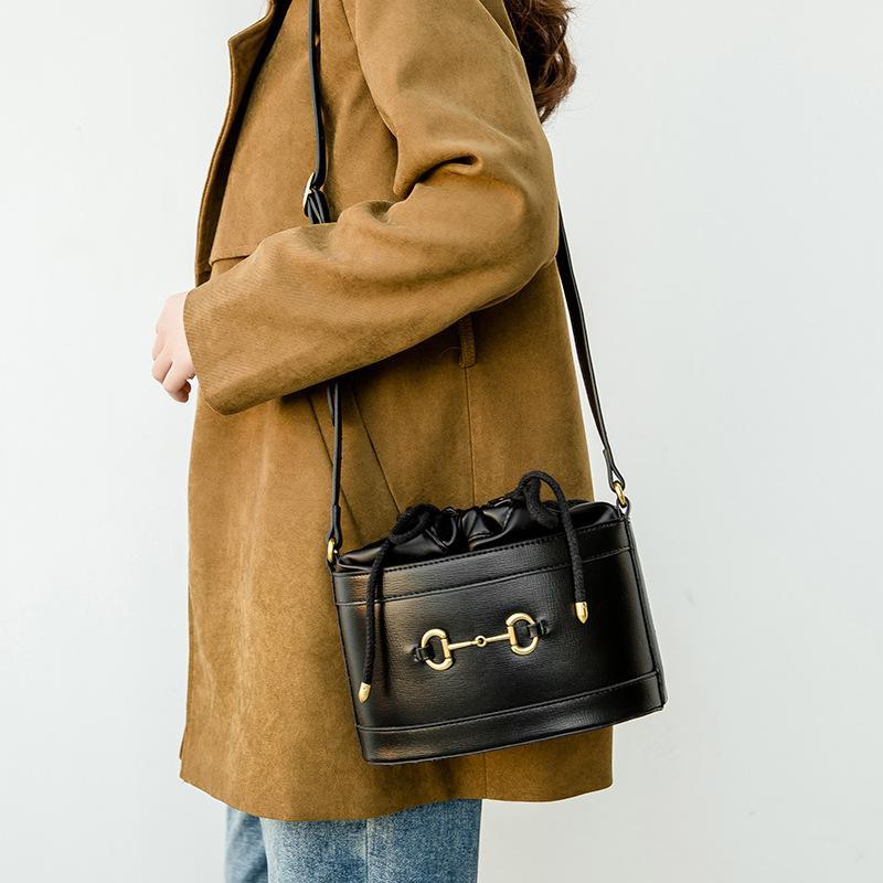 Popolari nuove ragazze casual moda donna rotonda messenger spalla designer secchio paglia per borse a croce borse borse donna OGDRF