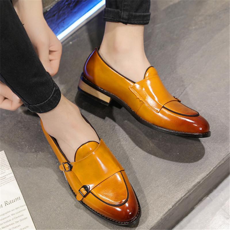 Plus Size 37-44 Homens Vestido de Noiva Sapatos Microfibra de couro formais de negócios do dedo do pé Pointed homem sapatos masculinos fivela metálica Oxford Flats