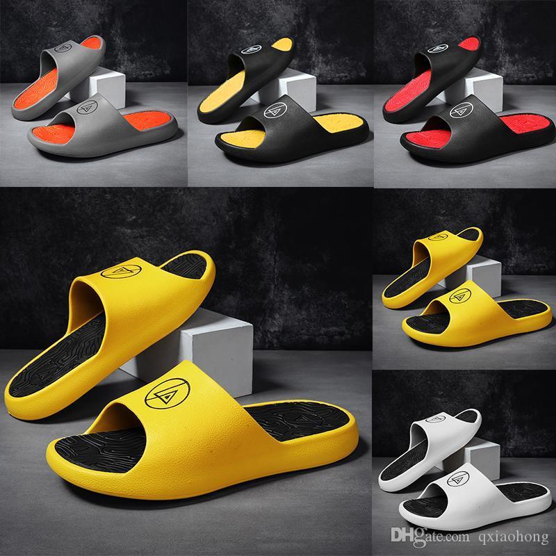 QUALIDADE SUPERIOR Kanye West Slides Chinelos Foam Runner areia do deserto Triplo amarelo preto branco resina vermelha Deslize Sandália Mens Slipper