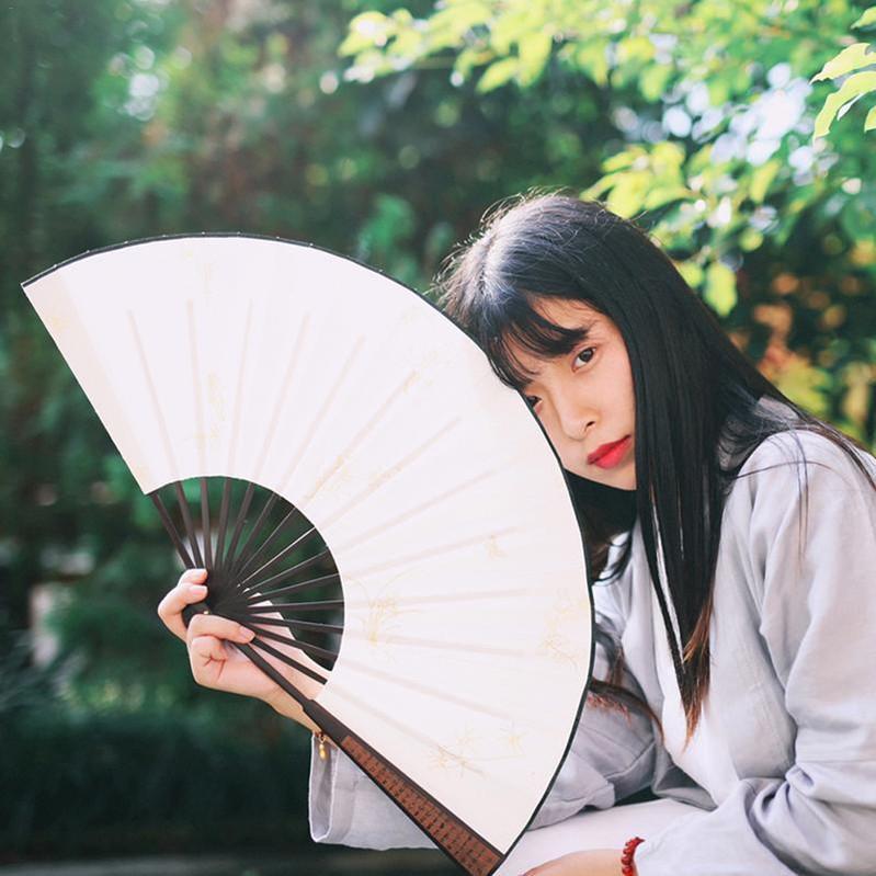 13 pouces en tissu de soie blanc chinois Fan pliant en bois de bambou Antiquité pliante Fan de calligraphie Peinture de soirée de mariage Favor cadeau