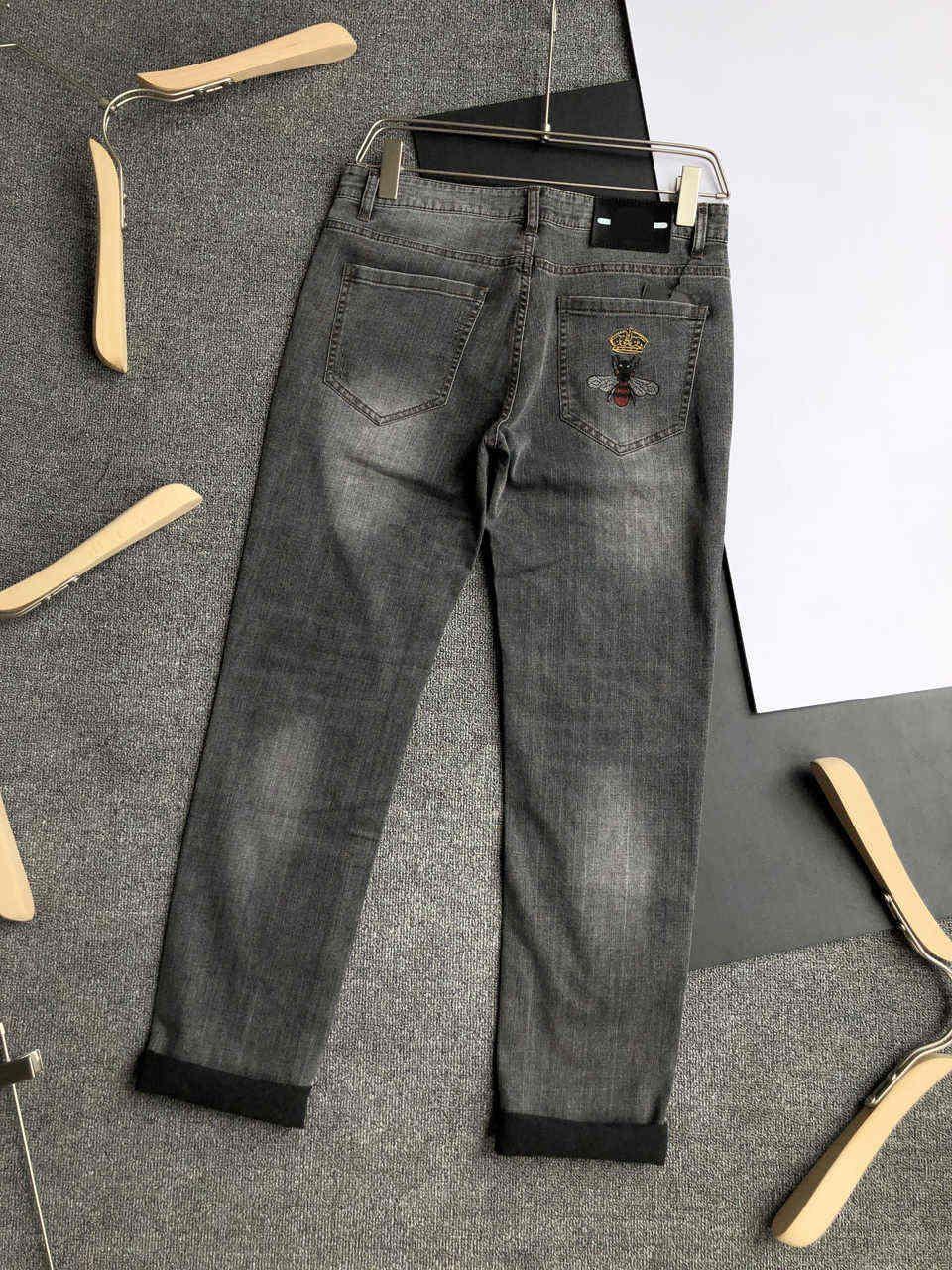 Мужские джинсы штаны джинсовой моды Новые стильные джинсы Мужчины Уличная повседневные брюки с буквенными Горячие продажи Джинсы Одежда Размер 29-40