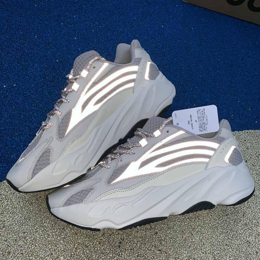 Kanye West 700 V2 statique mode Teal bleu mauve noir femmes blanc brun hommes chaussures hommes New Sneakers arrivée Geode formateurs de la plate-forme espadrille