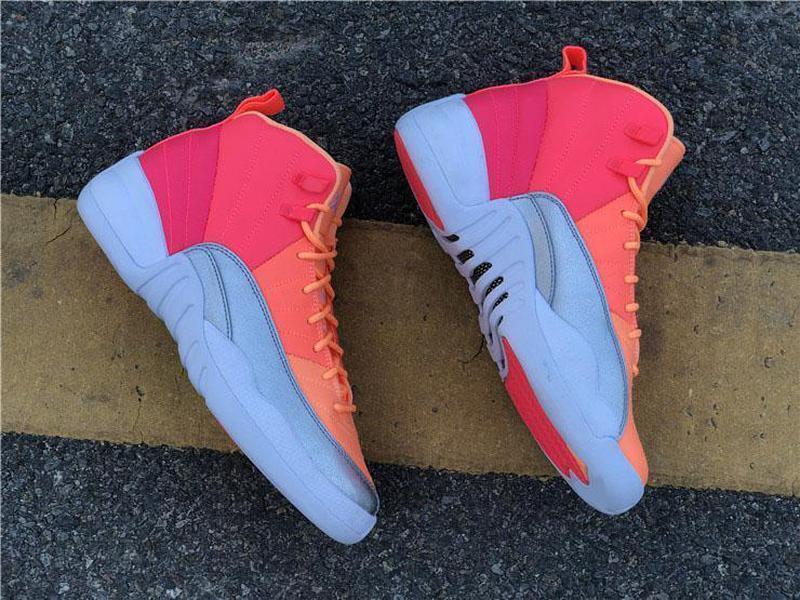 Yeni Otantik 12 GS Sıcak Punch Gerçek Karbon Elyaf Basketbol Ayakkabı Yarışçı Pembe Parlak Mango-Beyaz Retro Adam Spor Sneakers 510815-601