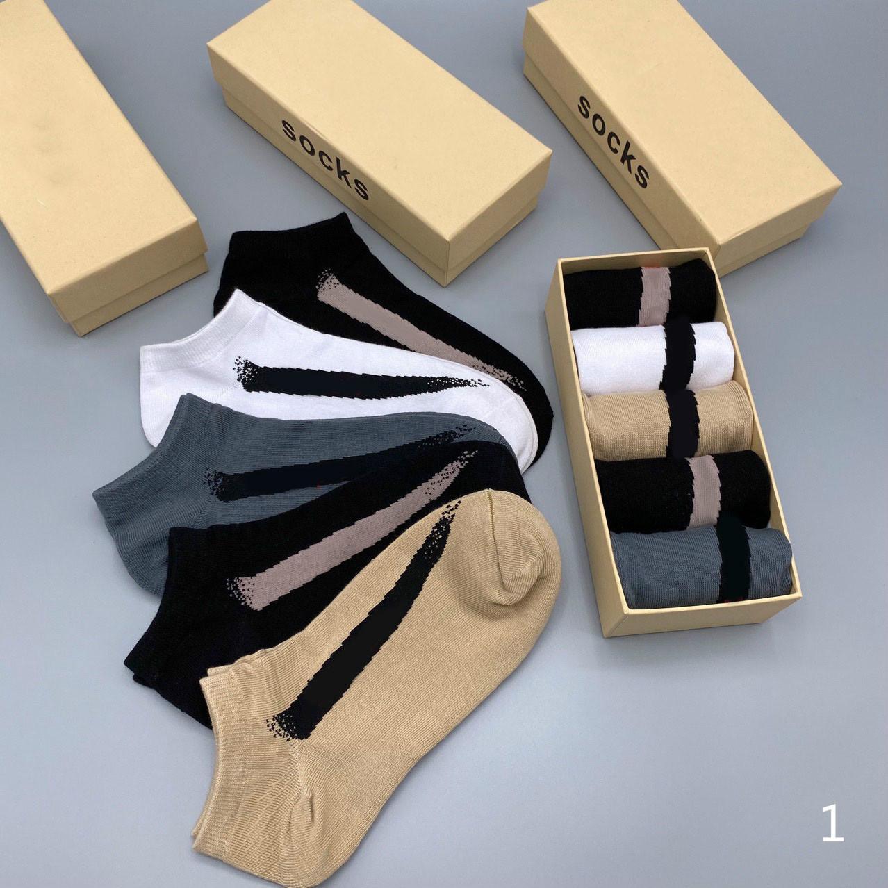 2020 nuevos Mens de calcetines de la manera Letters calcetines de niños activos Tops Running Wear por mayor 5 pares de calcetines en caja lll207315