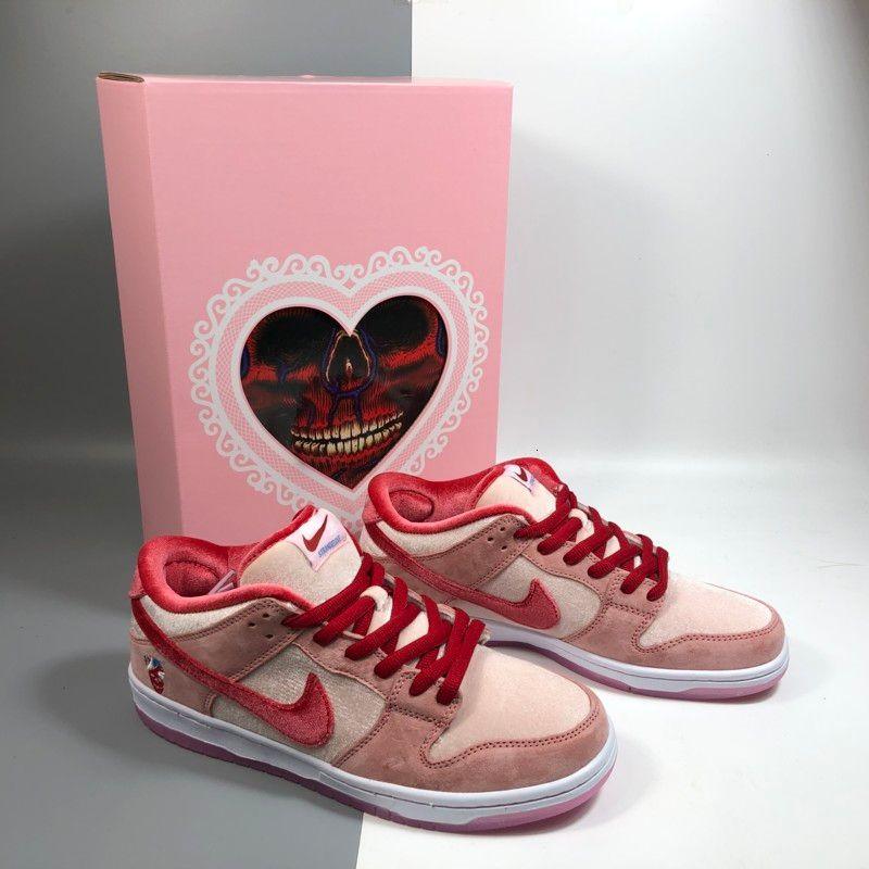 Kalp Kutusu ile Koşu ayakkabıları Yeni Lüks Tasarımcı SB Dunk Strangelove Kadife Sneakers Erkekler Kadınlar Düşük Valentine Günü Pembe Yeşil Casual