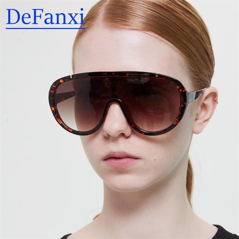 Goggle di plastica del leopardo del metallo Goggle Occhiali dell'ottimo telaio UV400 Tonalità vintage Pilota per le gambe di tendenza Gradiente Occhiali da sole Donne di grandi dimensioni LCCun
