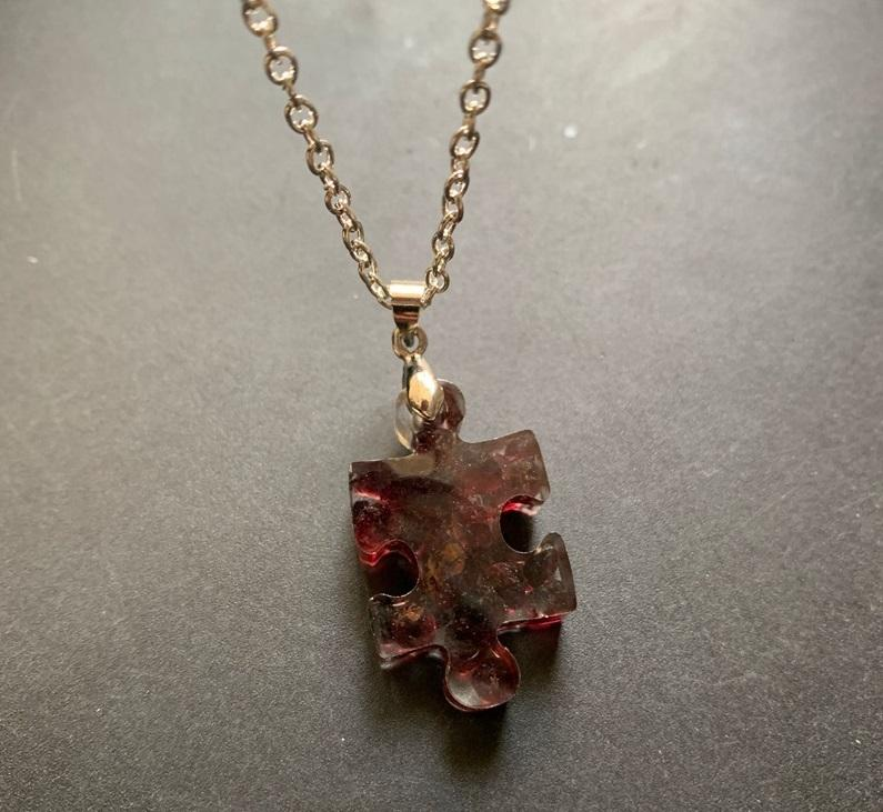 Collana di cristallo naturale ciondolo granato bordeaux Ogoneti geometrica irregolare multilaterale Resina