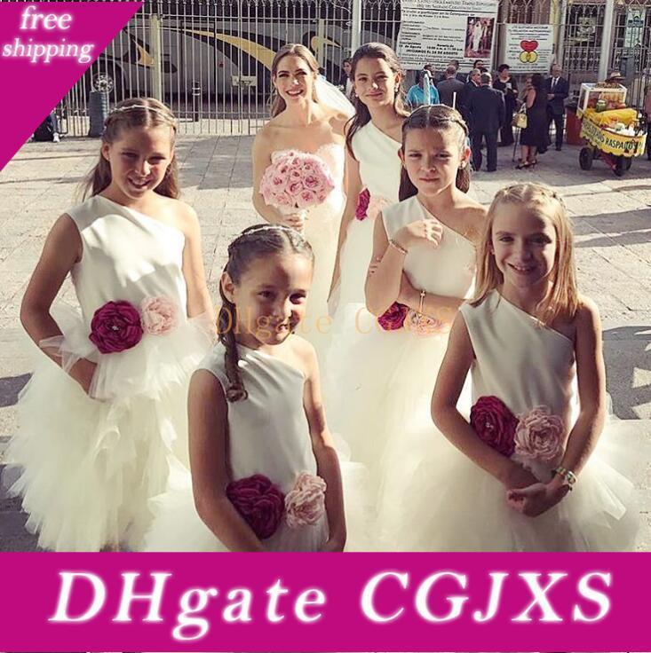 Venda quente de um ombro Flor Meninas vestidos para Tulle Festa Casamentos Com Handmade Flores Sash Comunhão Vestido Curto Vestidos