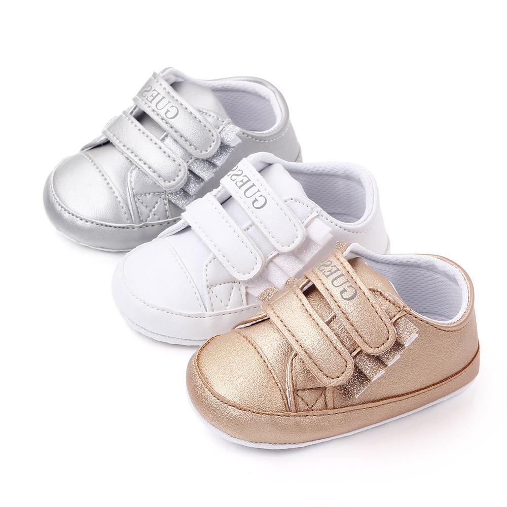2020 Nova respirável bebé sapatos de couro da manta costura Pu criança que anda Sapatos Ant-derrapante Primeira Walkers