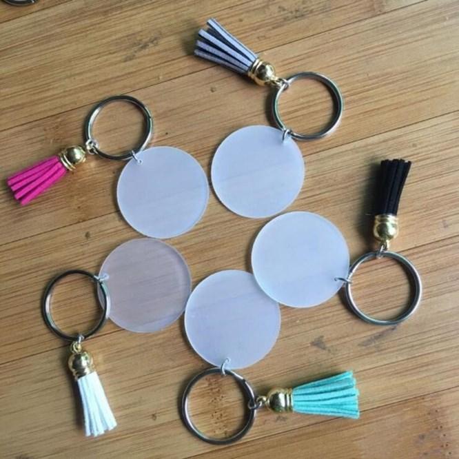 Kreative Schlüsselbund 4cm Blank Disc mit 3cm Suede Quaste Vinyl Keyrings verfügbar Monogramm Plexiglas Disc Tassel Schlüsselanhänger WY819Q