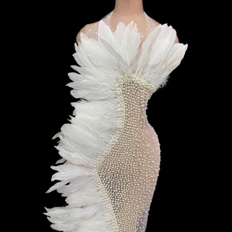 Plume blanche élégante Mesh Voir au travers de soirée de mariage Robe longue des femmes sexy de bal Halter robe strass chanteur vêtements Scène