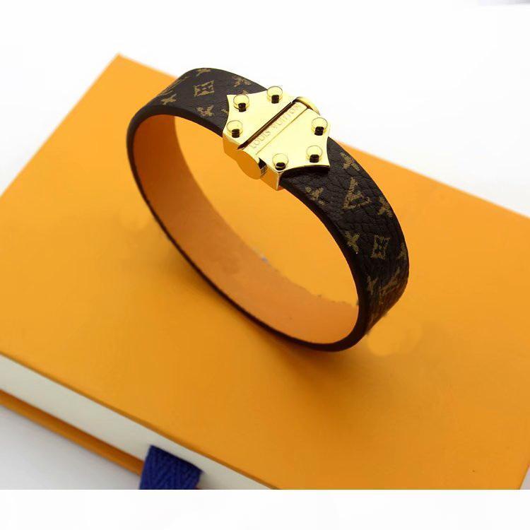 Европа Америка Мода леди Женщины печати Четыре листа цветочного дизайна Широкий кожаный браслет с золотом 18K выгравированы V Initials Заклепки Аксессуары