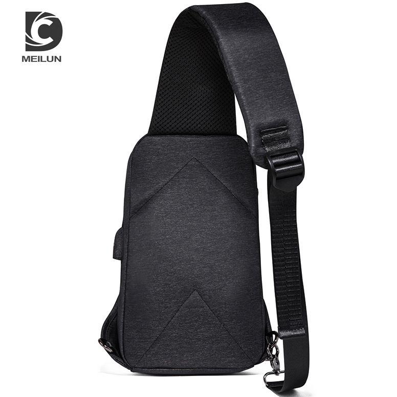 Couro de bagagem Tag20202020 New Style Mens moda cool Peito Bolsa de Ombro / Crossbody Saco de carregamento USB Mens Bag Youth Sports Backpack pequeno P