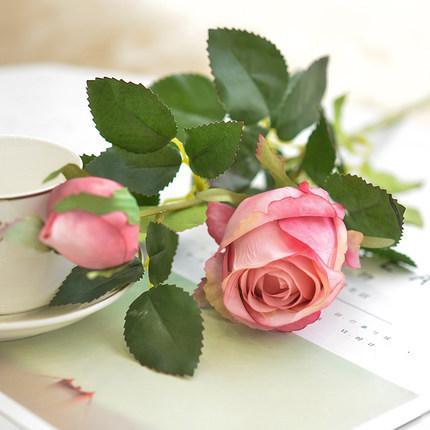 5Pcs / Lot künstliche Blume einziger Zweig bulgarische Rosen Europäische Retro Seidenblume für Hauptdekoration Hochzeitsdekor DIY gefälschter Blume Wand