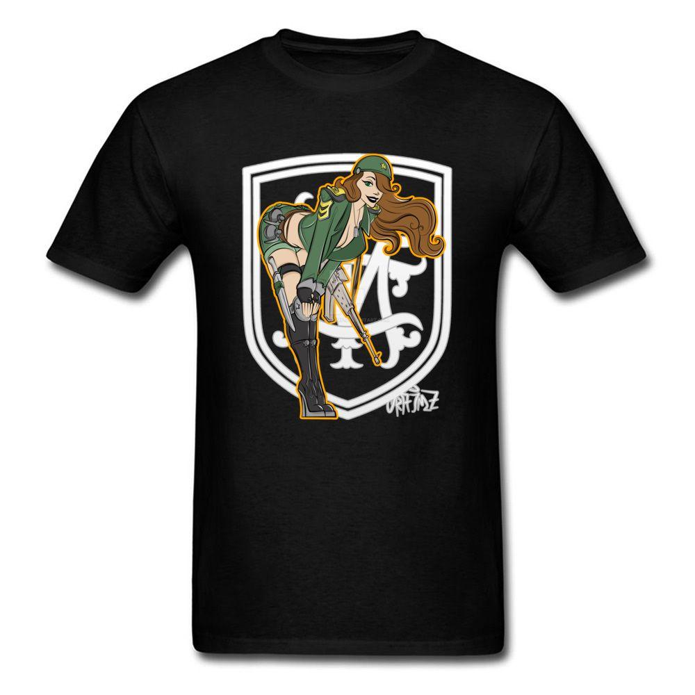 Русский Sexy Lady Warrior с пистолетом Футболка для мужчин Прохладный дизайн моды верхней футболки Sex Большой размер Голый Pin Up Tshirts Хлопок