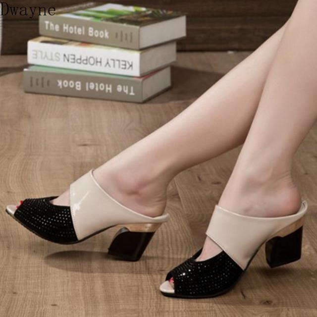 nouvelles pantoufles sauvages de la mode féminine 2020 d'été épaisse avec des chaussures antidérapantes résistant à l'usure
