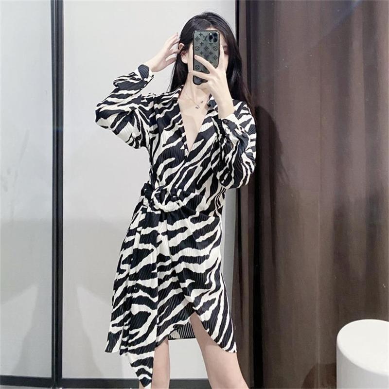 vestido de la nueva belleza europea del ajuste delgado de los animales impresión de la textura verano 2020
