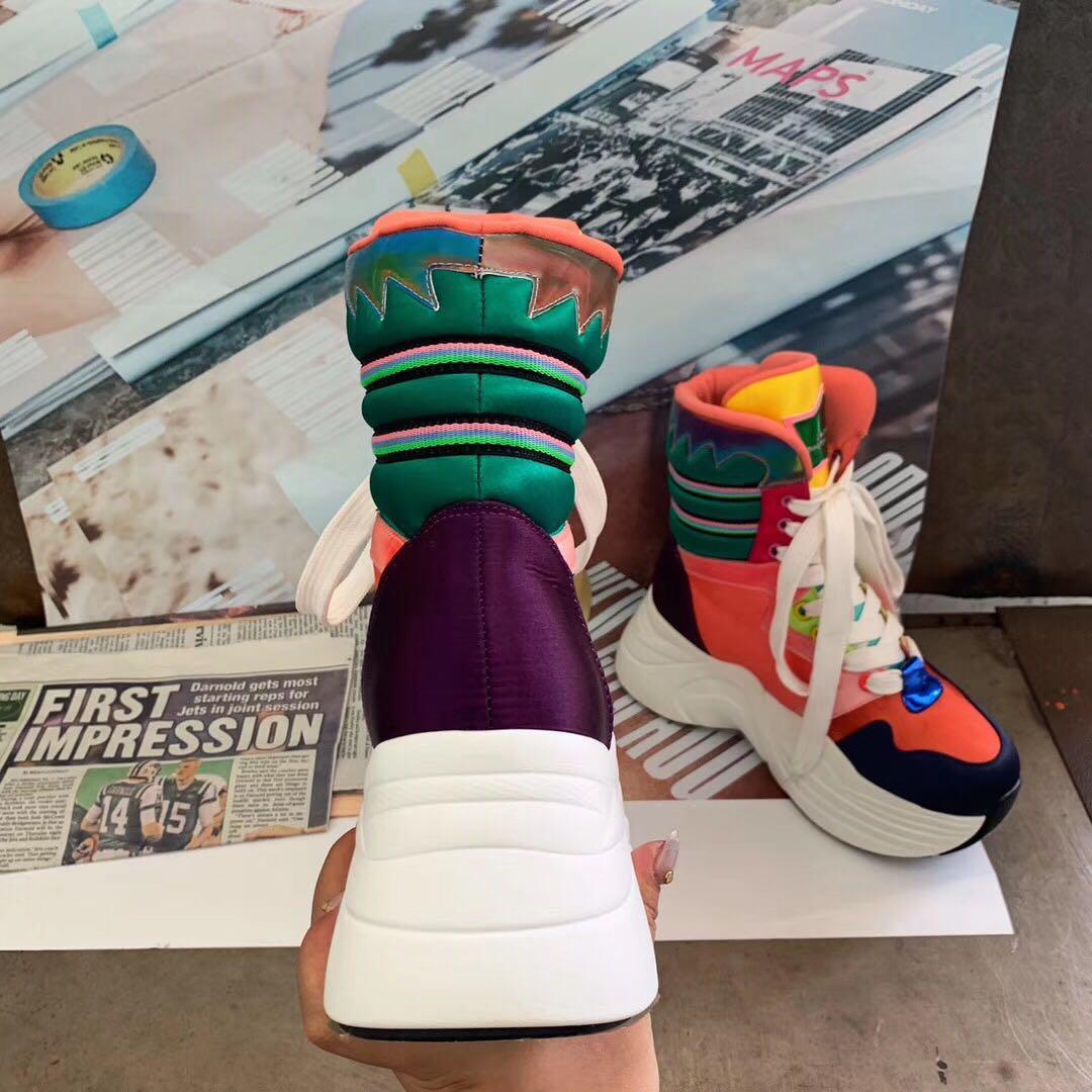 Couro confortável cores misturadas botas New Mulheres Sneakers de alta top Plataforma sete centímetros calçados casuais Colorful Sneakers Popular