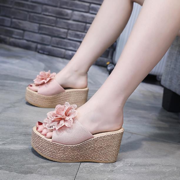 Súper zapatillas de plataforma de tacón alto las mujeres 2020 neto de la moda rojo verano de una sola palabra damas de arrastrar todo-fósforo de cuña de las zapatillas