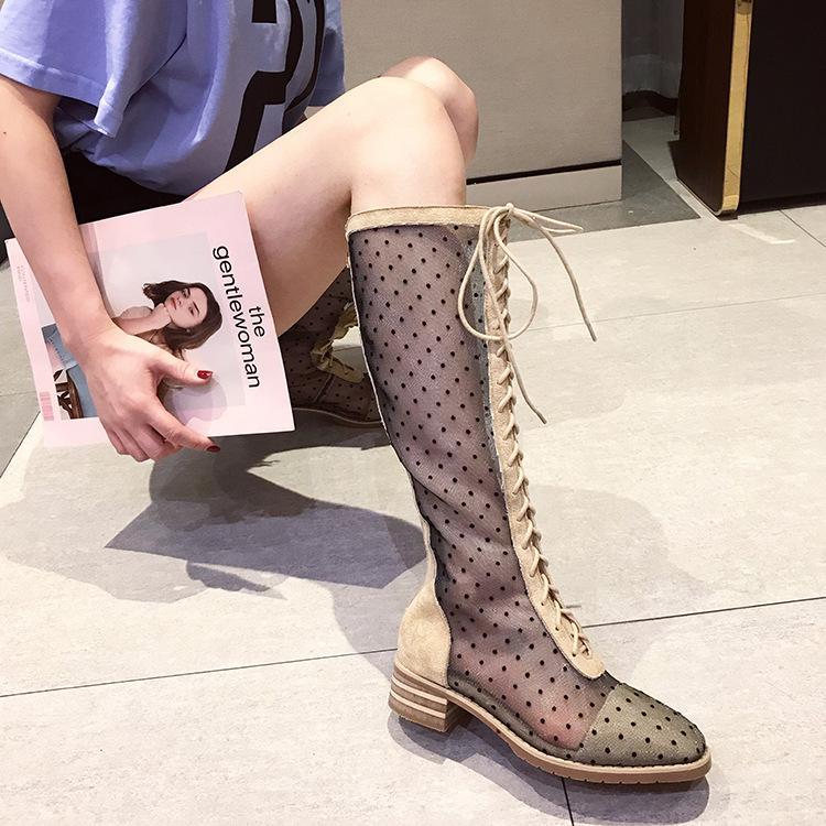 2020-Sommer-Aufladungen neue Perspektive Tupfen-Hohl Sandalen Mesh-Low Heel Frauen Schuhe Sexy Kreuz Lace Up High Stiefel Damen