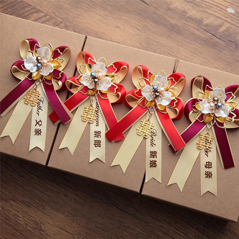 Un conjunto completo de fuentes de la boda de la familia completa novio novio y dama de banquetes banquetes de bodas y materiales para ramillete