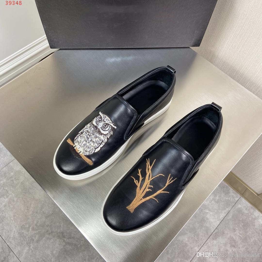 2020 nuove scarpe sport respirabili degli uomini neri scarpe moda casual in pelle materiale pesante mestiere ricamo senza scarpe in pizzo pescatore