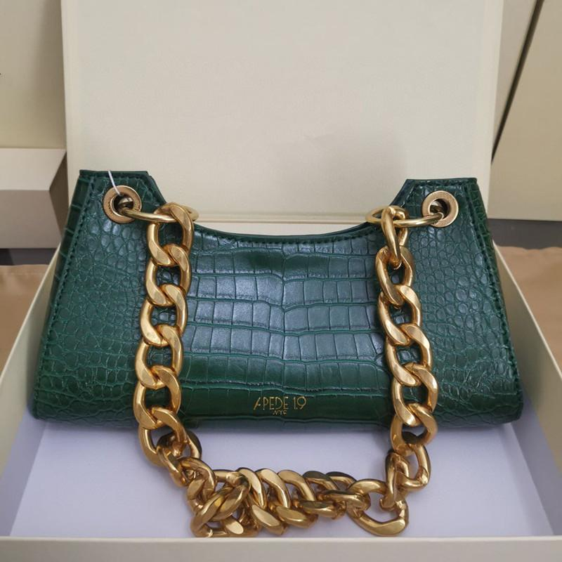 2020 new women's temperament one shoulder handbag minority design fashion trend versatile cross arm large chain armpit bag French stick croc
